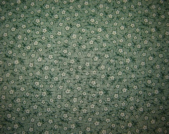 "9"" Green and white quilting calico Remnant/Bolt End 1368"