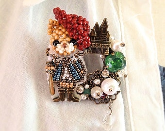 Puss in Boots - Cat brooch - made with beads motif