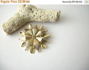 ON SALE Vintage Lisner Signed Gold Tone Floral Pin 71116