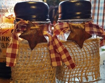 Country Salt & Pepper Shakers ~ Primitive ~ Kitchen Decor ~ Glass Shakers ~ Home Decor ~ Stars ~ Plaid ~ Country Chic Kitchen