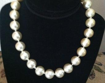 Vintage White Pearl Choker