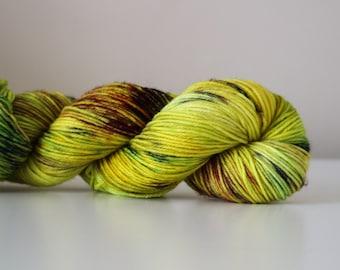 Gold-Hearted Boy - Flex DK weight 100% superwash merino hand dyed speckled variegated yarn - 231 yards