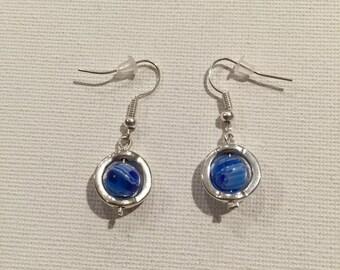 Pearl blue in its framework