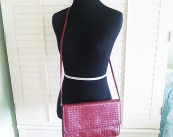 Vintage leather purse, vintage maroon purse, vintage shoulder purse, 1980's purse, 1980's leather purse,