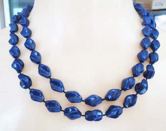 Sarah Coventry Blue Plastic Necklace