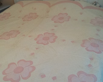 Beautiful Pink and White Quilt. Large flowers with Scalloped border. All Handquilted.