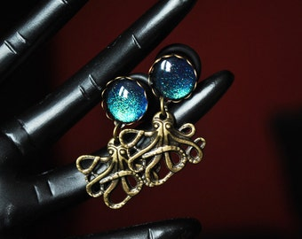 8mm plugs of Octopus with green-blue stone
