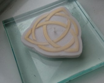 Trinity Knot Candle