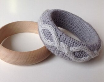 Bicolor Knitted Bracelet Wooden Bangle Handknit Accessory Grey Bangle Handmade gift ideas Knitted Jewellery Stylish bracelet Boho chic