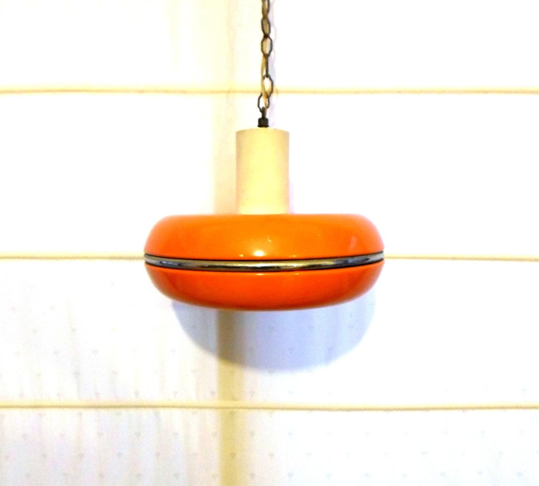 orange h ngende lampe vintage orange metall lampe. Black Bedroom Furniture Sets. Home Design Ideas