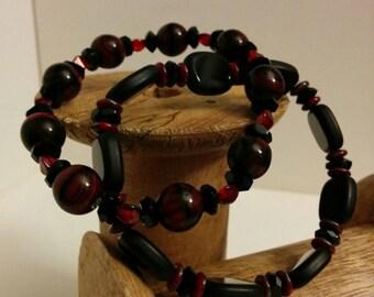 Jet Black Red Swirl Beaded Bracelet Set - Elastic