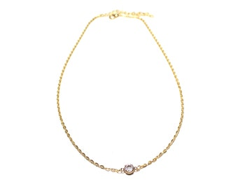 Golden delicate necklace with little diamond