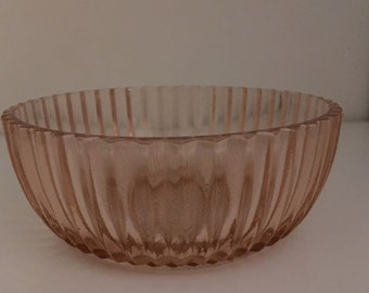 Small Bowl in Queen Mary - Pink by Hocking Glass