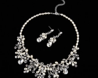 Vintage Bridal Wedding Necklace with Crystals and Pearls