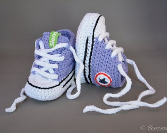 Purple baby Converse-like sneakers, Crocheted baby booties, Handmade baby shoes, 3-9 months