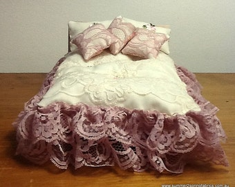 "1/12 ""Shabby Chic"" exquisite lace queen/double quilt, 2 pillows, 3 cushions. Oriental flowers with gold accents-reverse! Posting O/seas"
