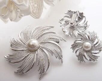 Sarah Coventry Swirls & Pearls