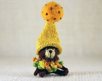 Bear Sunflower knitted miniature