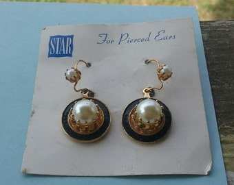 Vintage STAR Goldtone and Faux Pearls earrings on original card