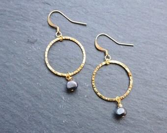 Gold Hammered Hoop & Peacock Grey/Blue Pearl Hook Earrings - Freshwater pearl, wedding bridal gold ring circle earwire earrings
