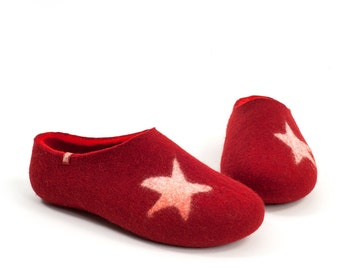 Red slippers, Womens Felted Slippers, Christmas Star Slippers, womens wool clogs, felted clogs, merino wool slippers, unique clothing gift