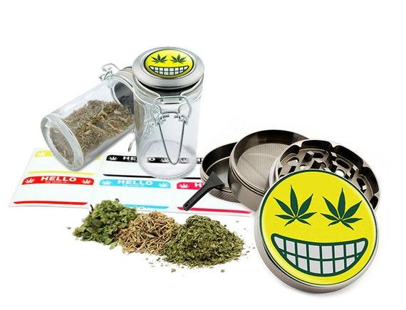 """Smile - 2.5"""" Zinc Alloy Grinder & 75ml Locking Top Glass Jar Combo Gift Set Item # G50-102215-10"""