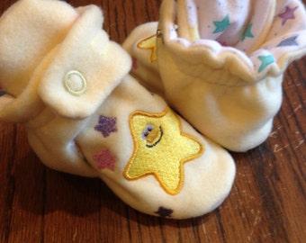 Star embroidered fleece baby booties