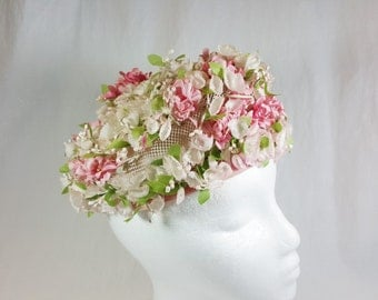 1940s Floral Pink And White Tam Style Hat. Union Label with no designer name. Perfect for church, mother's day, Kentucky Derby, garden party