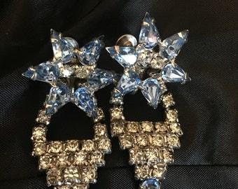 Vintage jewelry , Earrings, screw back, blue rhinestone star, rhinstones, elegant. FREE SHIPPING