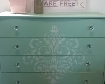 Queen Anne French provincial style chest of draws
