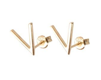 V triangle stud earrings - Mountain Top earrings - Minimalist stud earrings - Tiny Earrings - Dainty earrings - Minimalist jewelry