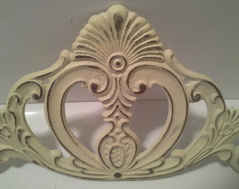 Metal scroll work wall decor