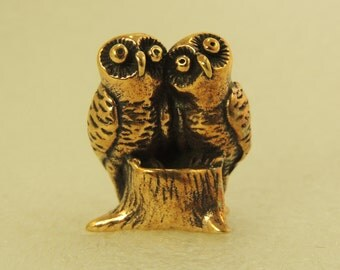 Figurine Pair Of Owls On A Stump