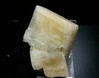 Read fluorescent orange calcite