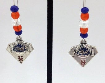 1 Pair - New York Mets  Theme Dangle Beaded Earrings Brass Ear wire Kidney Style EAR0039