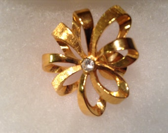 Gold Flower Brooch/pin