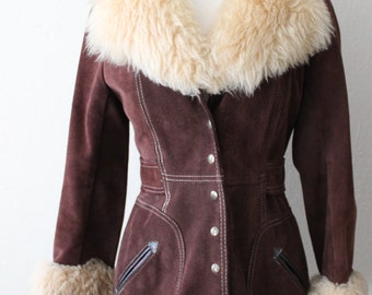 1970s Vintage Chocolate Brown Suede Jacket with Faux Fur collar