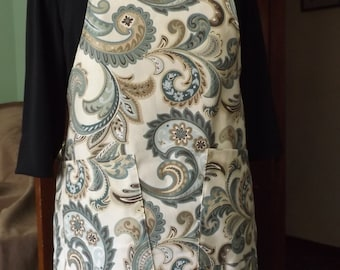 Chef style apron in creme, blue paisley