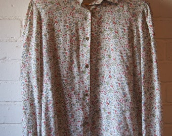 size 14 floral womens button up shirt with gathered sleeves and green buttons