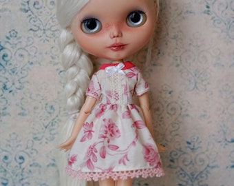 Blythe dress, perfect fit, also fits pure neemo size S and the big chest body
