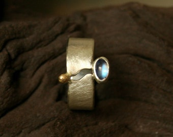Ring with Moonstone and gold beads