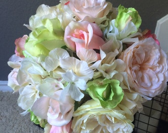 Pale pinks/Lime Garden Roses