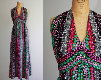 1970s Floral Pattern Sleeveless Halter Maxi Dress