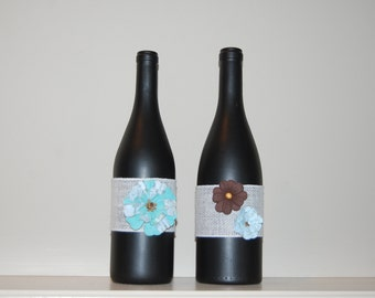 Set of 2 decorative wine bottles, chaulk painted with flowers, decoration, home decor