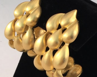 Vintage GIVENCHY Gold Tone Raindrop Clip Earrings #2389