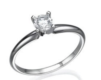 Ring white gold patra women that you want with a diamond of 0.40 CT