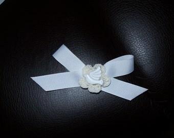 20 BRIDAL SHOWER FAVORS (white bow, dove & small crochet doily)