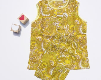 Goodwood Girl - New Old Stock - Vintage 60's girls mustard yellow paisley print Two-Piece/Pyjamas - Approx Age 2/3 & 3/4 Yrs