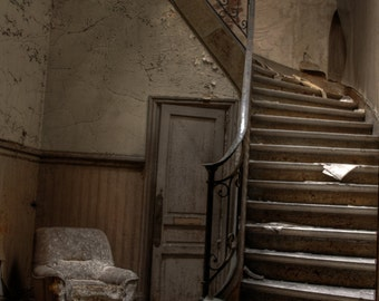 staircase in an abandoned house / staircase in abandoned house