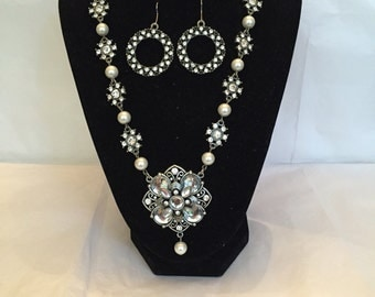 An Evening Out Pendant Jewery Set/Necklace and Earrings/Pendant